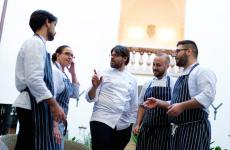 Lo chefGaetano Billecicon la sua brigata. È loro la cucina di Palazzo Branciforte, indirizzo palermitano all'interno dell'omonimo edificio tardo-secentesco
