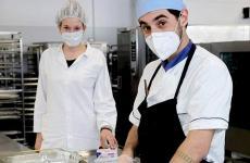 Lorenzo Dal Bo eOlimpiaVentura Montecamozzo nella mensa delPoliclinico S.Orsola Malpighi di Bologna