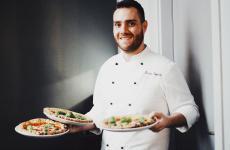 Lorenzo Sirabellaè dal 2018 il pizzaiolo del Dry Milano, locale - in due sedi - che ha cambiato il modo di percepire la pizzeria in città