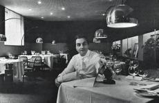 Gualtiero Marchesi nella sala del suo ristorante in via Bonvesin de la Riva a Milano. Correva l'anno 1977