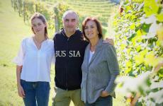 Marco Parusso al centro, con Giulia e Tiziana