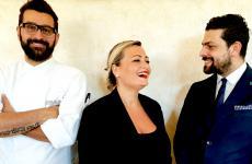 I tre motori di Masseria del sale a Manduria in provincia di Taranto: i titolari Andrea Lippi e Simona Fusco, tutto a sinistra lo chef Marco Marinelli