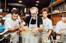 Massimo Bottura, classe 1962, è il nuovoGoodwill Ambassador del Programma delle Nazioni Unite per l'Ambiente(Unep). Una nomina che avviene in occasione dellaprima Giornata internazionale della consapevolezza della perdita e dello spreco alimentare(FLW DAY)
