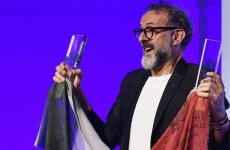A souvenir photo of Massimo Bottura on the evening of Monday 13th June in New York, the first Italian ever to win the World's 50 Best Restaurants. Photo from AFP