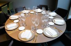 La tavola dell'Hub di Identità Golose Milano in via Romagnosi. E' firmata dagli accessori pregiati diCaraiba Luxury, azienda fondata nel 1993 da Cristina Franceschetti e Alessandro Guidi