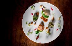 Animelle fritte, purea di sedano rapa, biete, stachis in agrodolce e salsa Périgueux: il piatto dell'autunno di Mauro Buffo