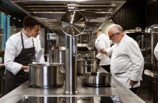 Antonello Colonna al lavoro con il suo chef al nuovo Open Colonna Milano, Alessio Sebastiani. Tutte le foto sono di Massimiliano Ninni, quelle dei piatti di Alessandro Scipioni