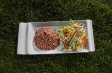 La Tartare di Erminio, piatto cult de La Montecchia aSelvazzano Dentro (Padova), ristorante degli Alajmo che chiuderà i battenti il 31 dicembre prossimo, dopo 26 anni di attività