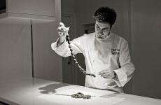 Josean Alija,classe 1978, chef del Nerua di Bilbao. Ieri sera ha servito una cena assolutamente magistrale a Identità Golose Milano. Questa sera replica in quattro mani con Riccardo Camanini