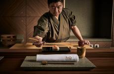 Masashi Suzukiè il master sushi del sushi banco all'Iyo Aalto, entusiasmante novità milanese di Claudio Liu