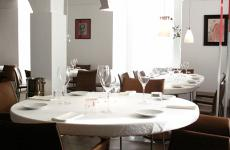 Una foto della sala del ristorante Reale Casadonna, di Niko Romito. L'autore di questo articolo, tra i suoi molti impegni, è anche docente presso la scuola Niko Romito Formazione