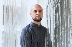 Oliver Peña, dal giorno dell'apertura guida la cucina di Enigma. Del suo capo Albert Adrià dice:«Ho capito subito che un mese di lavoro con lui valeva come sei mesi con qualsiasi altro chef»