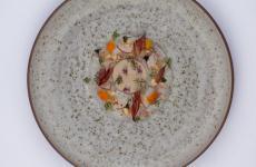 Crudo di scampi e foie gras alla nocciola: il piatto dell'estate di Marcello Corrado