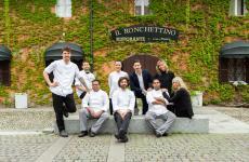 La brigata de Il Ronchettino, al centro lo chef Federico Sisti. Il locale milanese è un bel connubio tra tradizione e modernità in cucina
