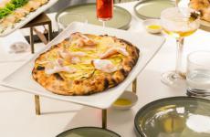 La pizzaPatate, guanciale e semi di finocchiodiFrancesco ApredaalDivinitydi Roma Tutte le foto sono diAlberto Blasetti