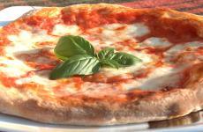 Lorenzo Pillon, dopo la prima puntata in cui ha analizzato le possibilità di incontro tra Pizza e Birra, ci porta questa volta a scoprire come accostare il vino al lievitato più famoso d'Italia