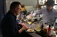 I due barman protagonisti della prima cena di Identità Cocktail: Paolo Rovellini,Brand ExpertPernod Ricard, a sinistra, e Luigi Barberis,che cura l'offerta di mixologyaIdentità Golose Milano