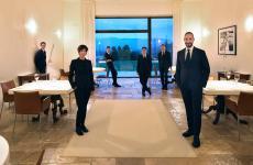 Lo staff di sala del Reale Casadonna, guidato da Cristiana Romito. Secondo Fulvio Zendrini, uno dei punti di riferimento per un servizio contemporaneo