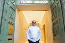 Ciccio Sultano all'ingresso di Identità Golose Milano, di cui sarà ospite fino a sabato 9 febbraio (tutte le foto di OnStageStudio)