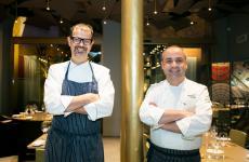 Antonio Guida, a sinistra, è arrivato a Milano, per dirigere la ristorazione del Mandarin Oriental di via Andegari, nel 2015. Vincenzo Guarino da aprile 2019 avrà la responsabilità delle cucine del Mandarin Oriental Lago di Como