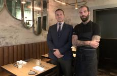 Simone Anastasio ed Eugenio Roncoroni,maître e chef di Al Mercato Steaks and Burgers, Milano (fotoJacopo Salvi)