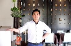 Weikun Zhu, chef-patron del Kanton a Capriate San Gervasio (Bergamo, a metà strada tra il capoluogo orobico e Milano, sulla A4). La foto è di Tanio Liotta