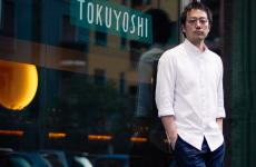 Yoji Tokuyoshi davanti alla sua insegna, aperta il 4 febbraio 2015 invia San Calocero, a Milano e pronta a cambiare connotati. A inizio 2019aprirà Alter Ego a Tokyo