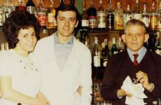 Mariuccia Roggero,Piercarlo Ferrero e suo papà Pierinin una foto d'antan del ristoranteSan MarcodiCanelli (Asti), aperto 60 anni fa, una stella Michelin da 30 primavere (foto sanmarcoristorante.it)