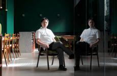 Yoji Tokuyoshi. Lo chef stellato, a lungo sous di Massimo Bottura, rinvia il ritorno del suo ristorante Tokuyoshi e si lancia nell'avventura della Bentoteca, sempre a Milano, stessa sede