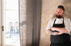 Vincenzo Manicone, dopo alcuni anni di lavoro a Villa Crespi, ha ricevuto da Cannavacciuolo l'investitura di chef del suo Bistrot a Novara. Lui l'ha ripagato con la stella Michelin conquistata lo scorso novembre