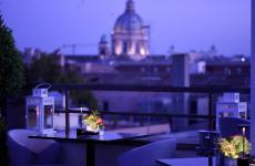 Cocktail e cucina di qualità con vista sulla Grande Bellezza, all'Acquaroof del The First Arte di Roma