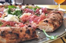 A detail ofPizza du momentwhich we tasted recently atPecora Negrain Menton: with figs, fresh goat cheese, fior di latte, rocket, prosciutto di Parma