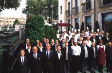 Lo staffdell'Hotel de la Ville e del suo ristorante Derby Grill, meta gourmeta Monza. Una bella storia, Identità Golose la racconta proprio alla vigilia del Gran Premio d'Italia