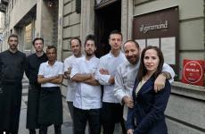 Lo staff del ristoranteAl GaramonddiTorino, telefono+39.011.8122781. Secondo da destra, il patronSantino Nicosia