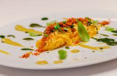 Tagliolini con sfumature del nostro orto e bottarga di campagna: la ricetta primaverile di Marco Bottega