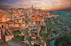 Una vista scenografica su Matera, Capitale Europea della Cultura 2019. Negli ultimi due anni gli arrivi in città sono cresciuti del 216, ci informa Sandro Piccinini (fototouringclub.it)