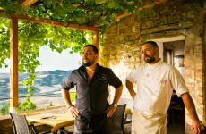 FedericoandTommaso Vatti. The two brothers, the latter in charge of the wines, the former of the culinary offer, shine atLa Pergolain Radicondoli, in the countryside of Siena