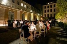 La splendida mise en place che ha trasformato il cortile del Mandarin Oriental, Milan, affacciato su via Andegari, in un'irripetibiledining room