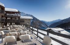 Il Super G di Courmayeur è un italian mountain lodge, ossia un nuovo format per una struttura ricettiva di classe, a due passi dalle piste e che garantisce tanto divertimento e anche buona cucina