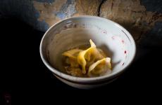 Ravioli ripieni di genovese, la sua riduzione caramellata, salva cremasco dop, mostarda di zucca: la ricetta dell'autunno di Michele Minchillo