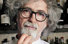 Vittorio Fusari è tra gli chef celebrati da Paolo Marchi nella sua biografia, XXL 50 piatti che hanno allargato la mia vita. A lui, ai suoi piatti e all'accoglienza nei locali di Iseo, è dedicato il 20° racconto