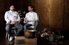 Dani García e Adriano Baldassarre insieme. I due sono amici da fine gennaio, quando il primo è andato a cucinare nel ristorante che il secondo segue a New Delhi, in India. È rimasto entusiasta della Cacio e pepe, e ha voluta raccontarla su Instagram Tv in un omaggio all'Italia