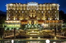 Il Grand Hotel Tremezzo in un'immagine notturna
