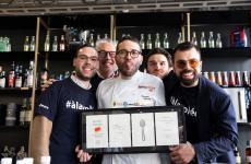 Lo staff del Kresios di Telese Terme (Benevento)al termine della lezione di Identità Cocktail, promossa daP&B Line per Hoshizaki. Si riconosconoAlfredo Buonanno (sommelier) e Giuseppe Iannotti (chef). Foto Brambilla/Serrani